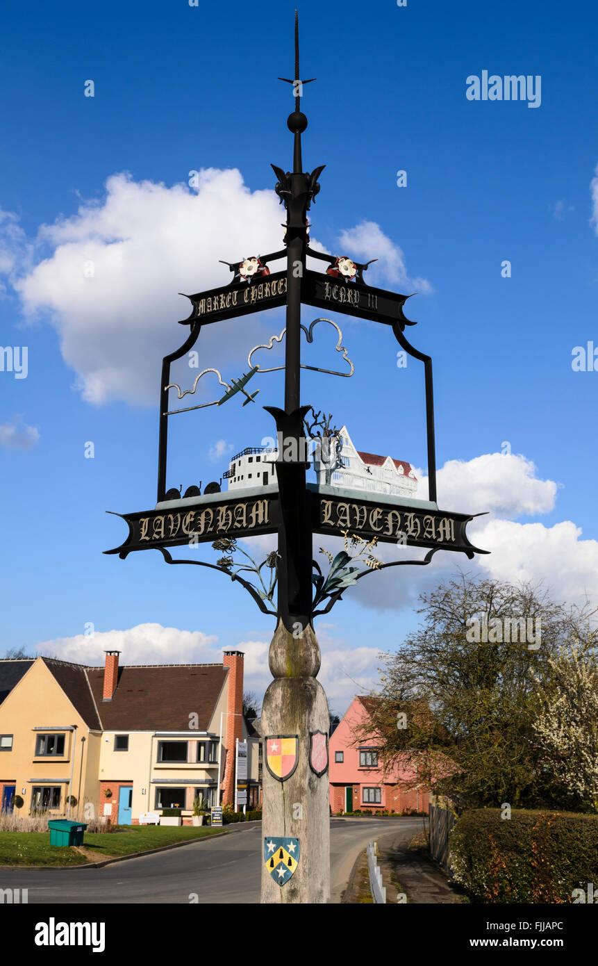 El pueblo signo de Lavenham, Suffolk, Inglaterra, Reino Unido. Foto de stock