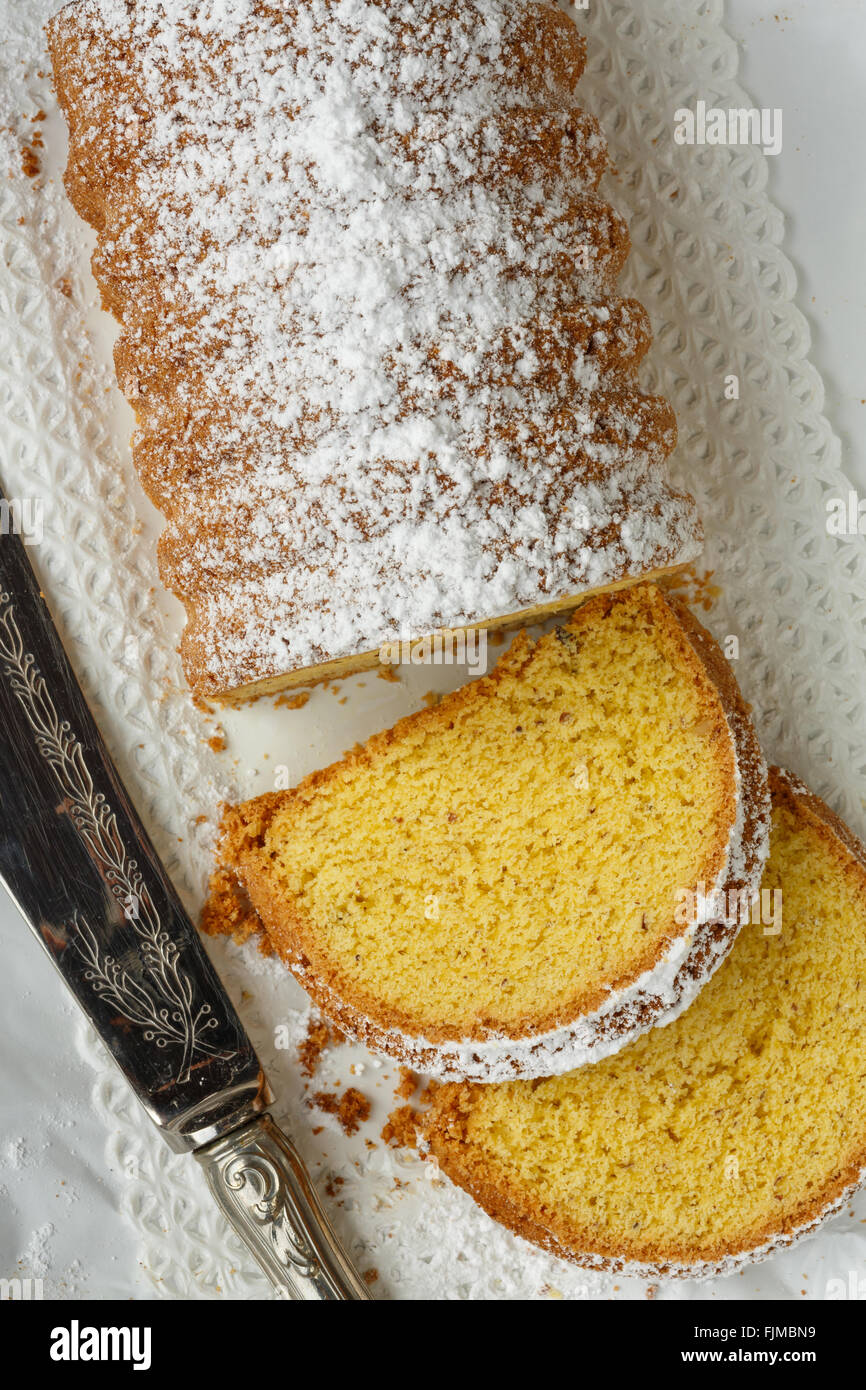 Dolce Varese, hecha con harina de maíz y almendras molidas, de Varese, en Lombardía, Italia Imagen De Stock