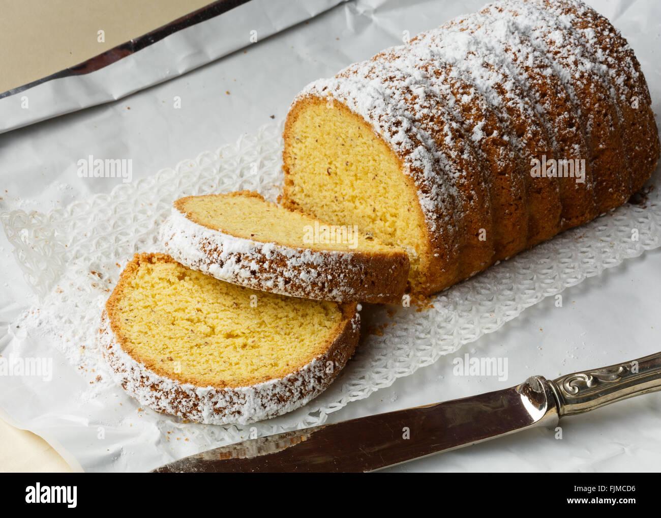 Dolce Varese, hecha con harina de maíz y almendras molidas, típico pastel de Varese, en Lombardía, Imagen De Stock