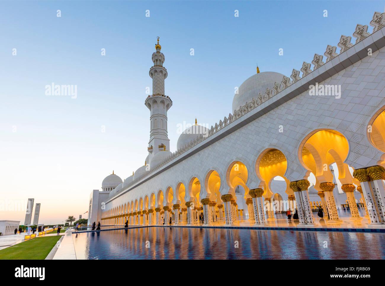 Los soportales de la mezquita de Sheikh Zayed, la Gran Mezquita de Sheikh Zayed, Abu Dhabi, Emirato de Abu Dhabi, Imagen De Stock