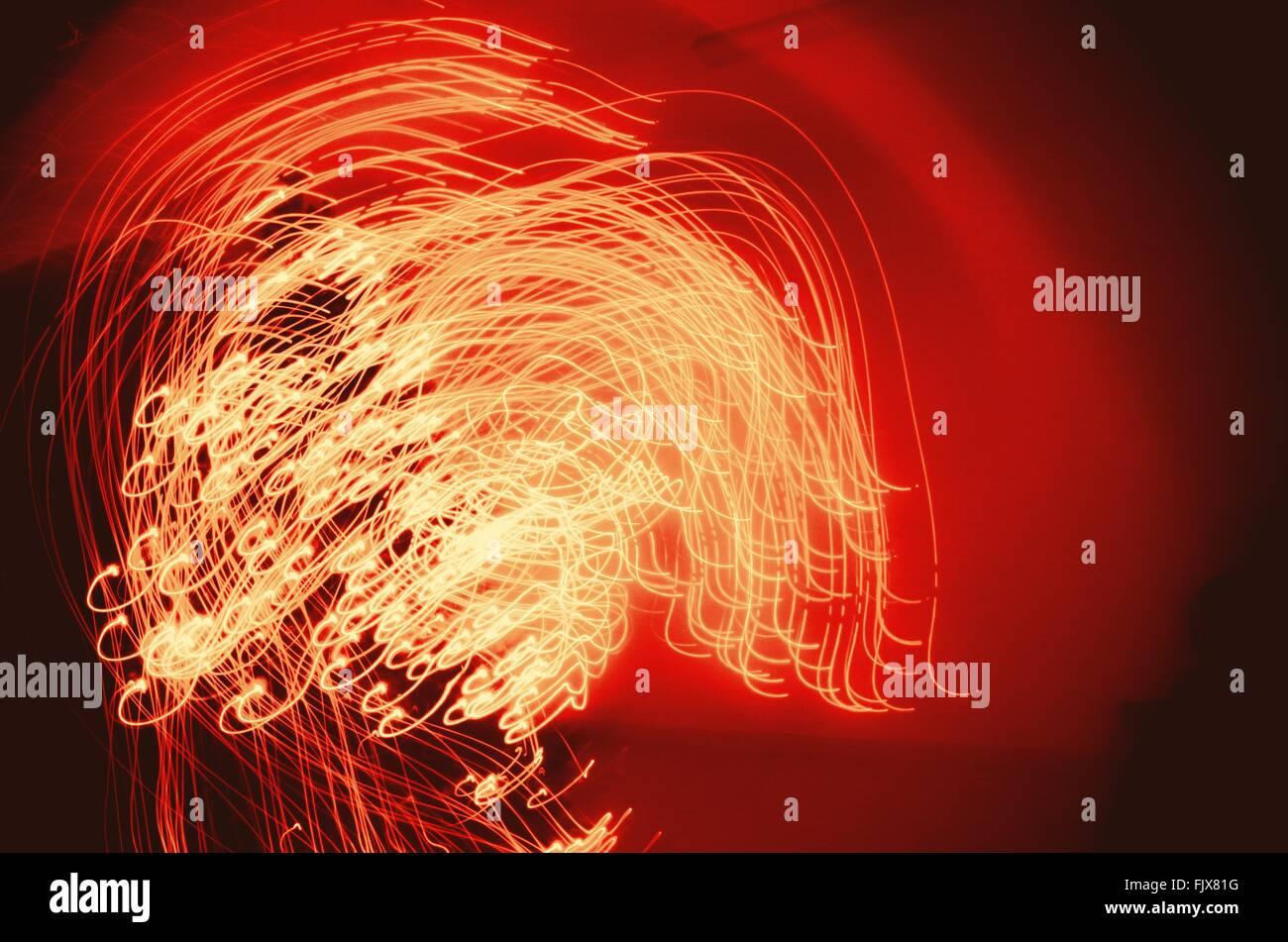 Imagen abstracta de estelas de luz iluminada durante la Navidad Imagen De Stock
