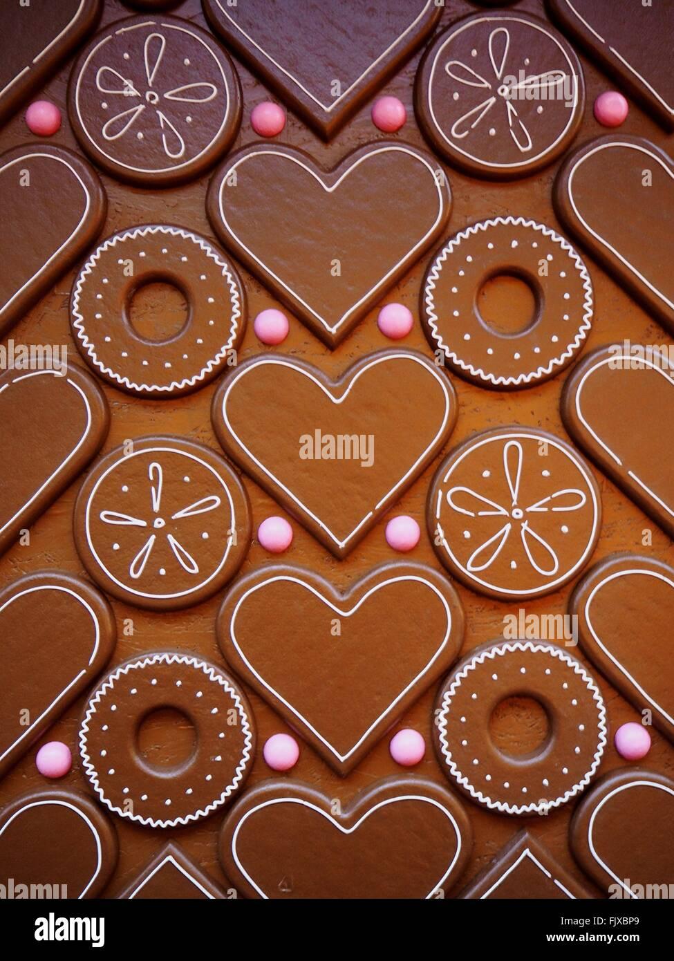 Disparo de fotograma completo de corazón y chocolate con forma de círculo Imagen De Stock