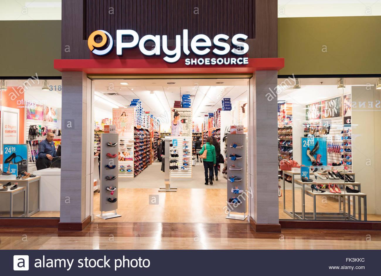 Entrada frontal de Payless shoe store. Payless ShoeSource es un descuento  Americana Detallista de Calzado ba746f892242