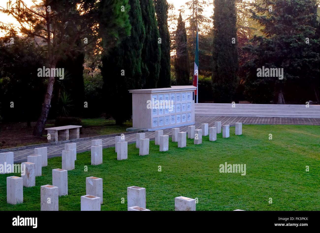 La segunda guerra mundial. Nettuno, el campo del Recuerdo (Campo della Memoria) es el cementerio de guerra X MAS Imagen De Stock
