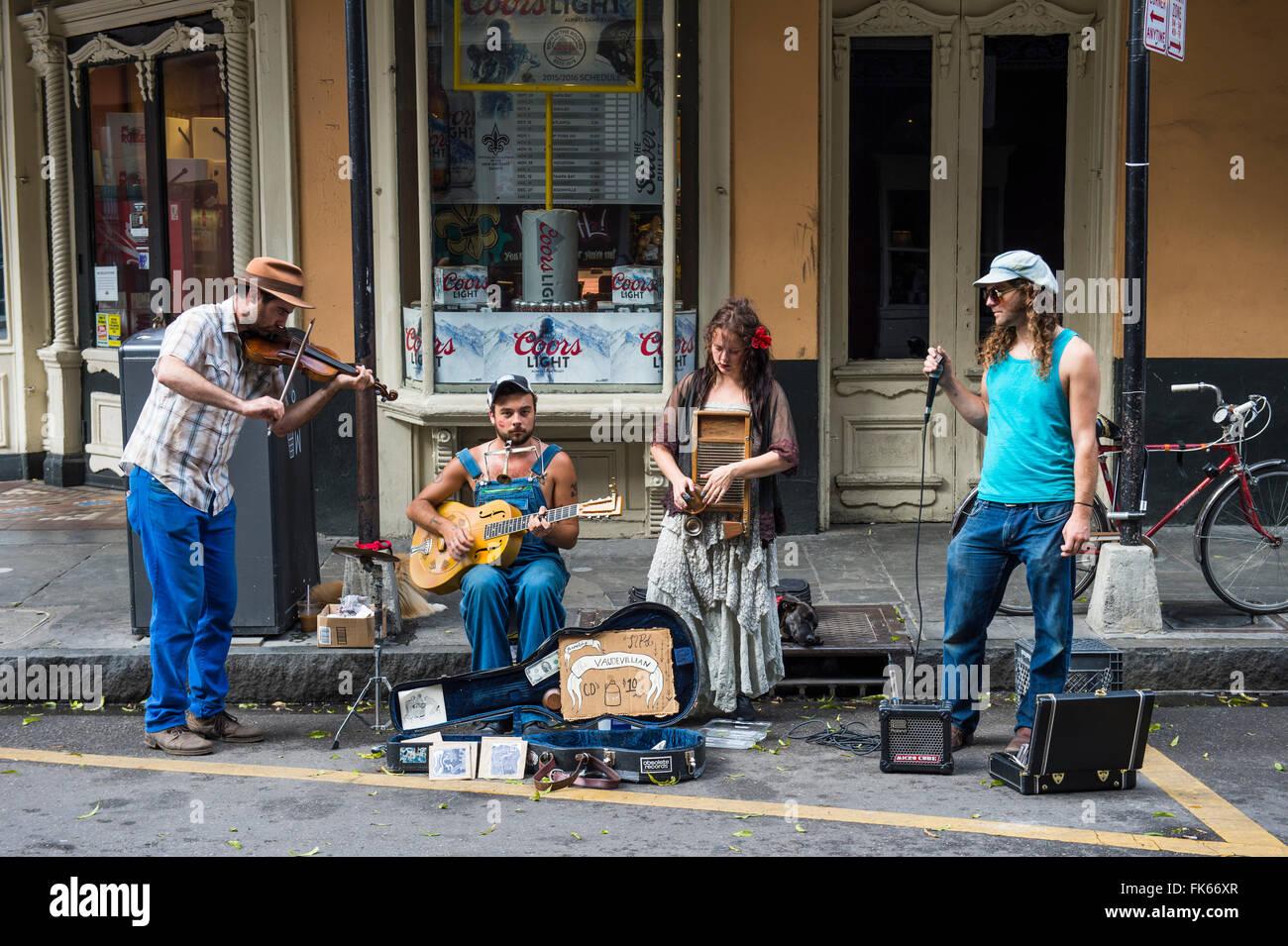 Músicos callejeros en el Barrio Francés de Nueva Orleans, Luisiana, Estados Unidos de América, América Imagen De Stock