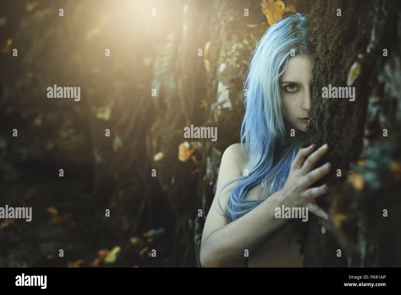 Niño oscuro del bosque . La fantasía y el mito Imagen De Stock