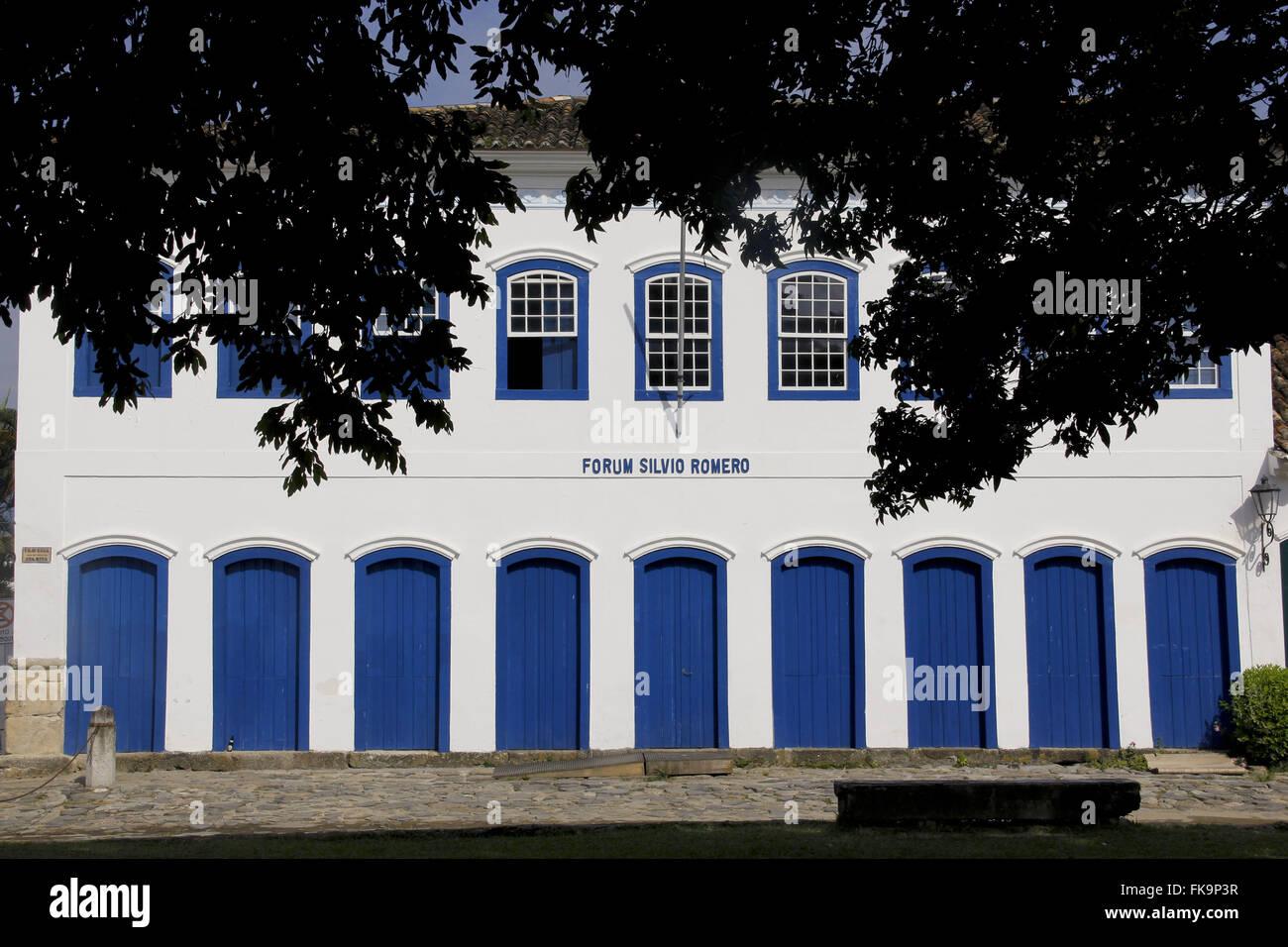 Casa adosada que alberga el Foro Silvio Romero en el centro histórico de la ciudad de Paraty - RJ Foto de stock