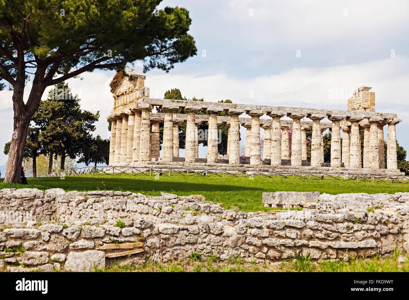 Columnas arquitectónicas antiguas ruinas de Paestum Imagen De Stock