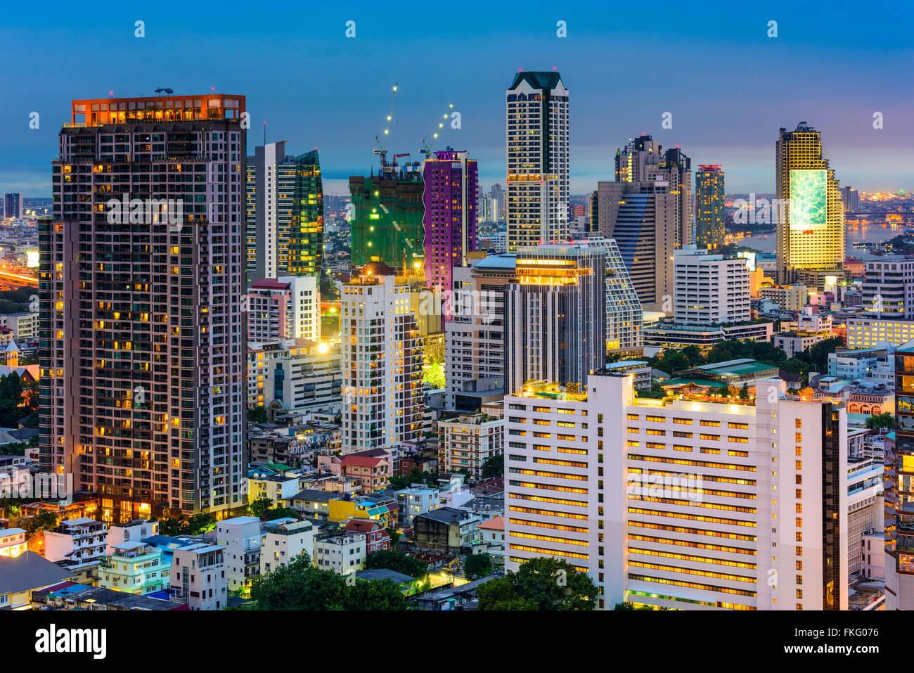 Bangkok, Tailandia, el distrito financiero del paisaje urbano. Imagen De Stock