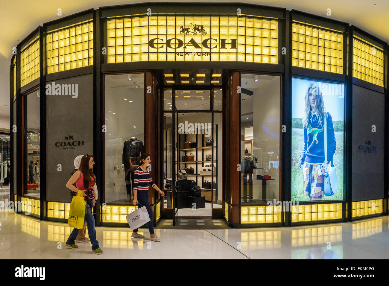 Entrenador fashion shop en Dubai Mall Dubai Emiratos Arabes Unidos Imagen De Stock