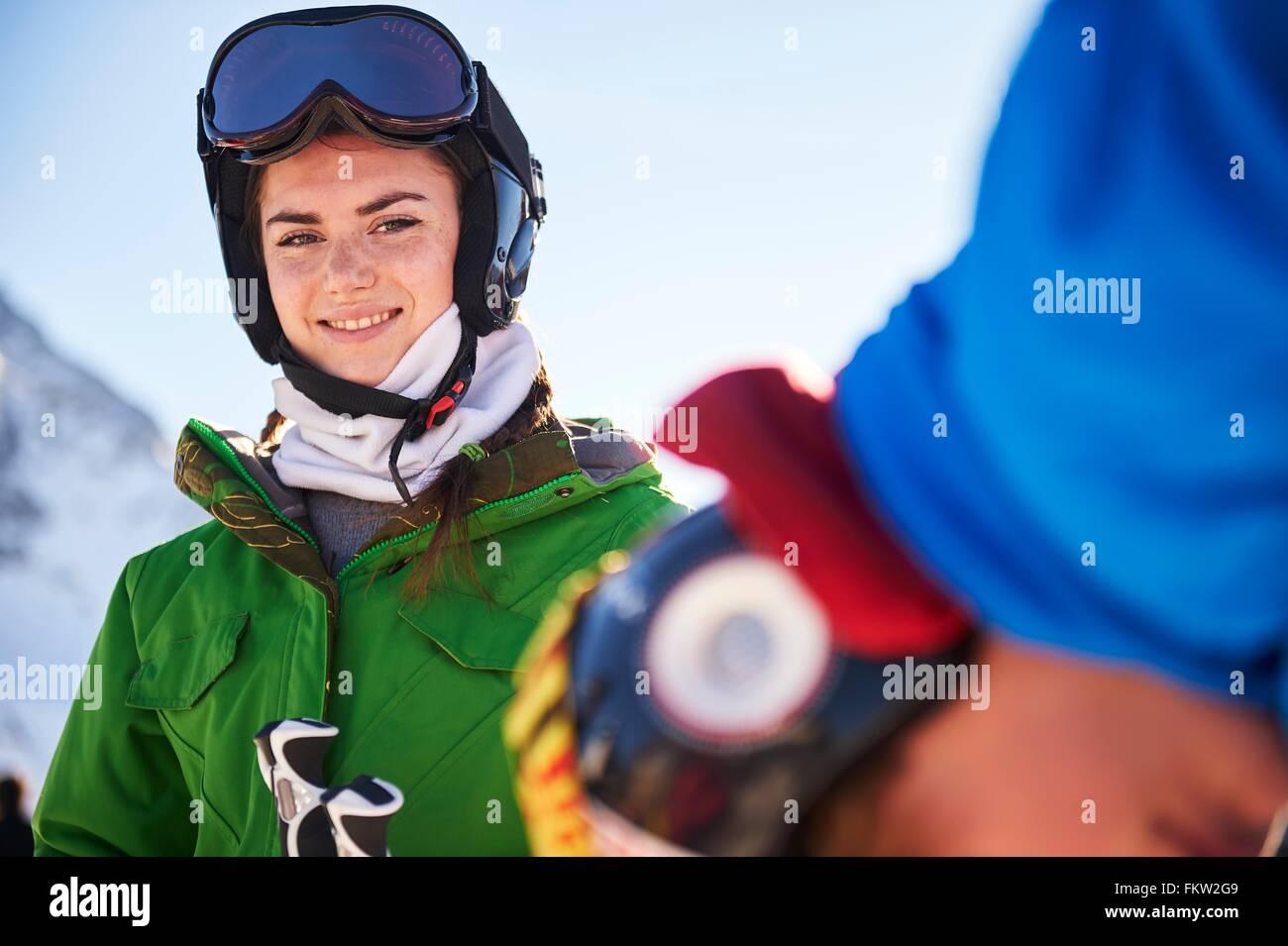 Chica en vacaciones de esquí Imagen De Stock