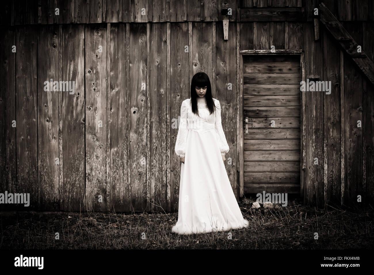 Escena de terror de una mujer asustadiza Imagen De Stock