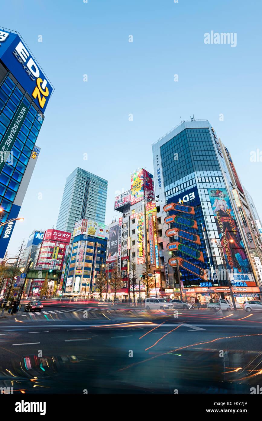 Tokio, Japón - 8 de enero de 2016: Paisaje Urbano de El distrito de Akihabara en Tokio. Imagen De Stock