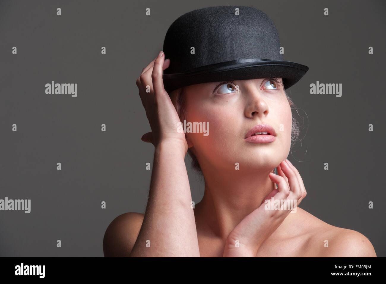 Hat Woman Imágenes Bowler Stock Girl Woman Girl Bowler amp; Hat De ZwExT8q