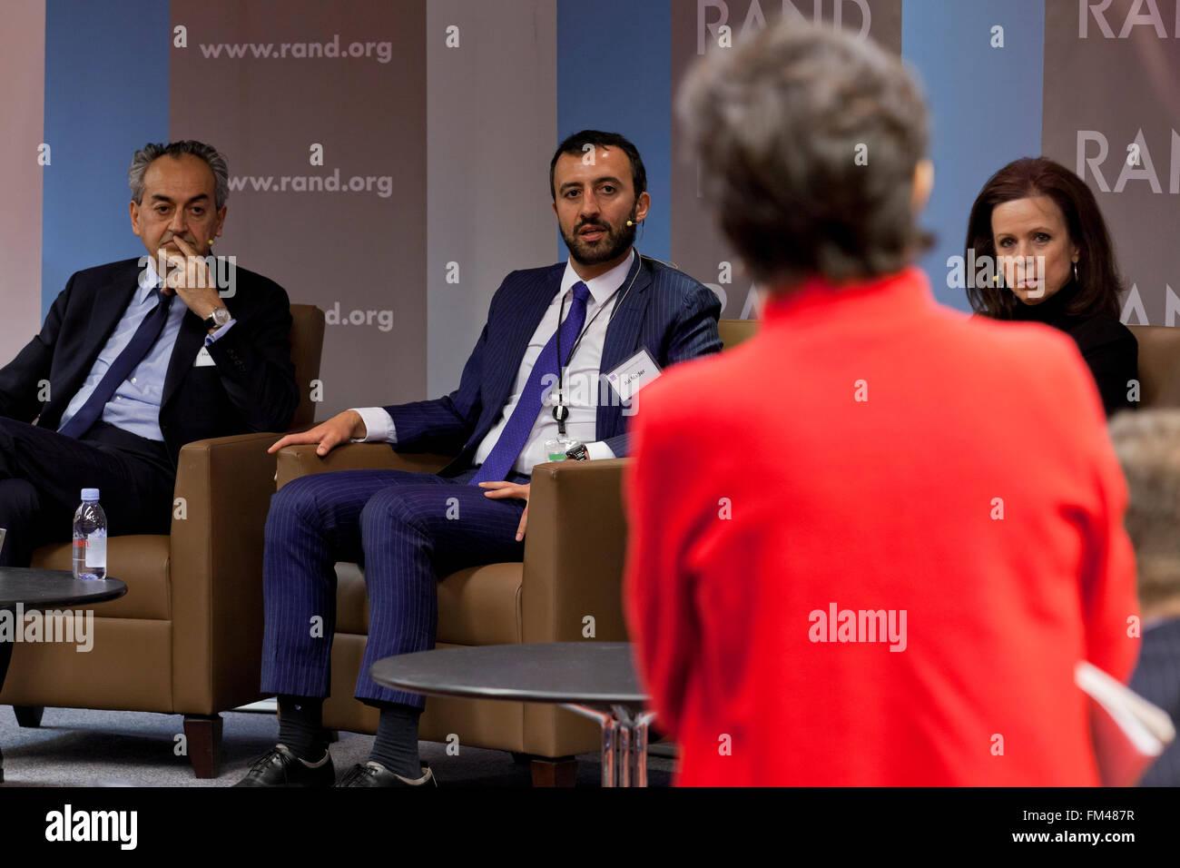 Hamid Biglari, Alireza Nader y Robin Wright hablando en Irán tratar conferencia - RAND Corporation, Arlington, Imagen De Stock