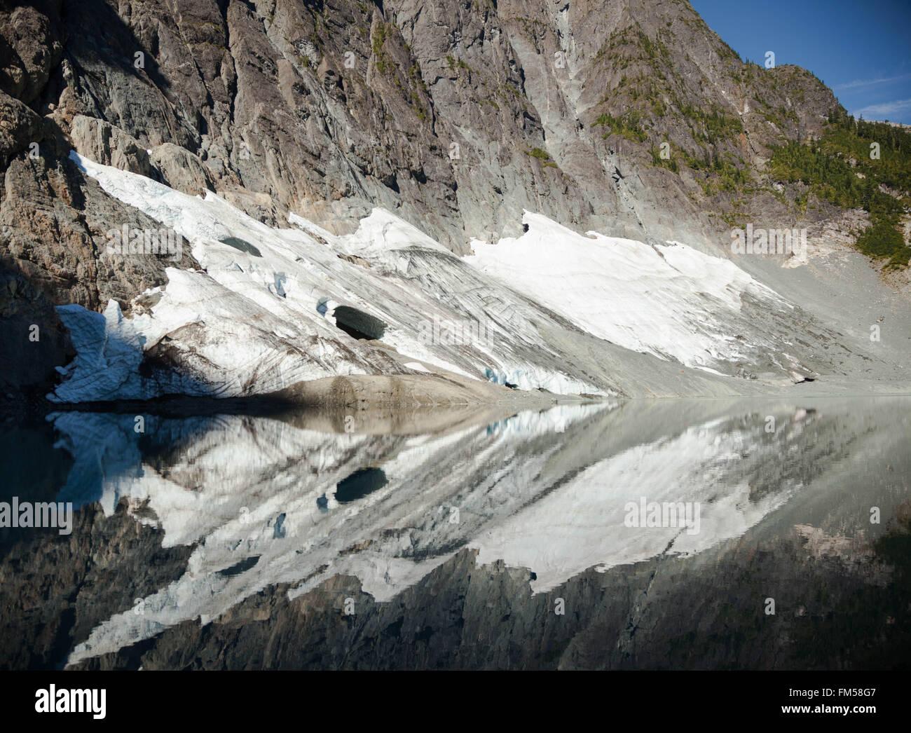Fomentar el lago, el Strathcona Provincial Park, Columbia Británica Imagen De Stock