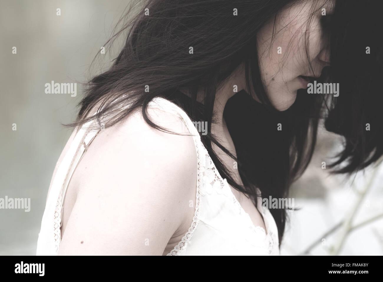 Chica retrato con tristeza el estado de ánimo y sentimientos Imagen De Stock
