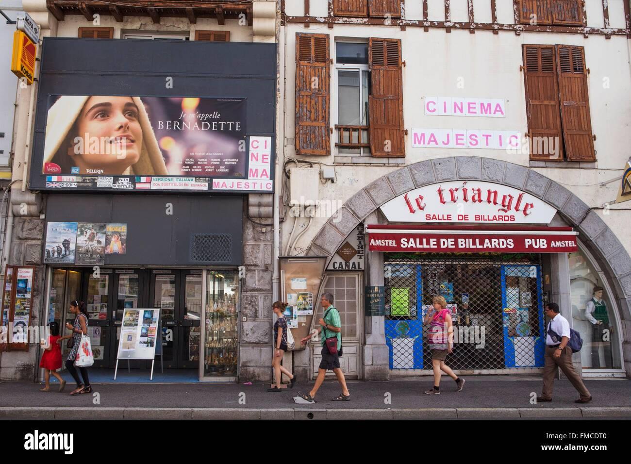 Francia, Hautes Pirineos, Lourdes, el majestuoso cine proyectos cada día una película sobre Bernadette Imagen De Stock