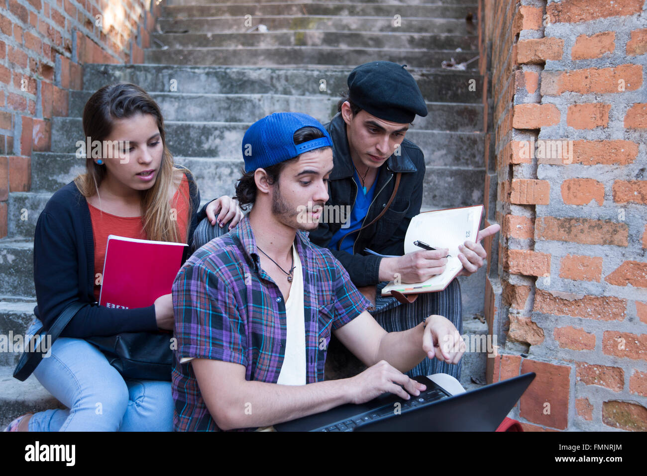 Tres estudiantes universitarios Imagen De Stock