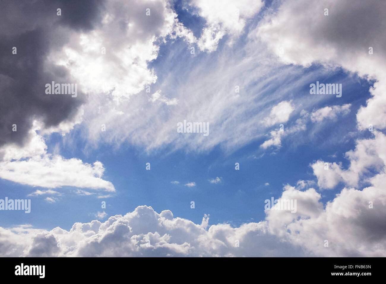 Cielo azul nube fondos Imagen De Stock