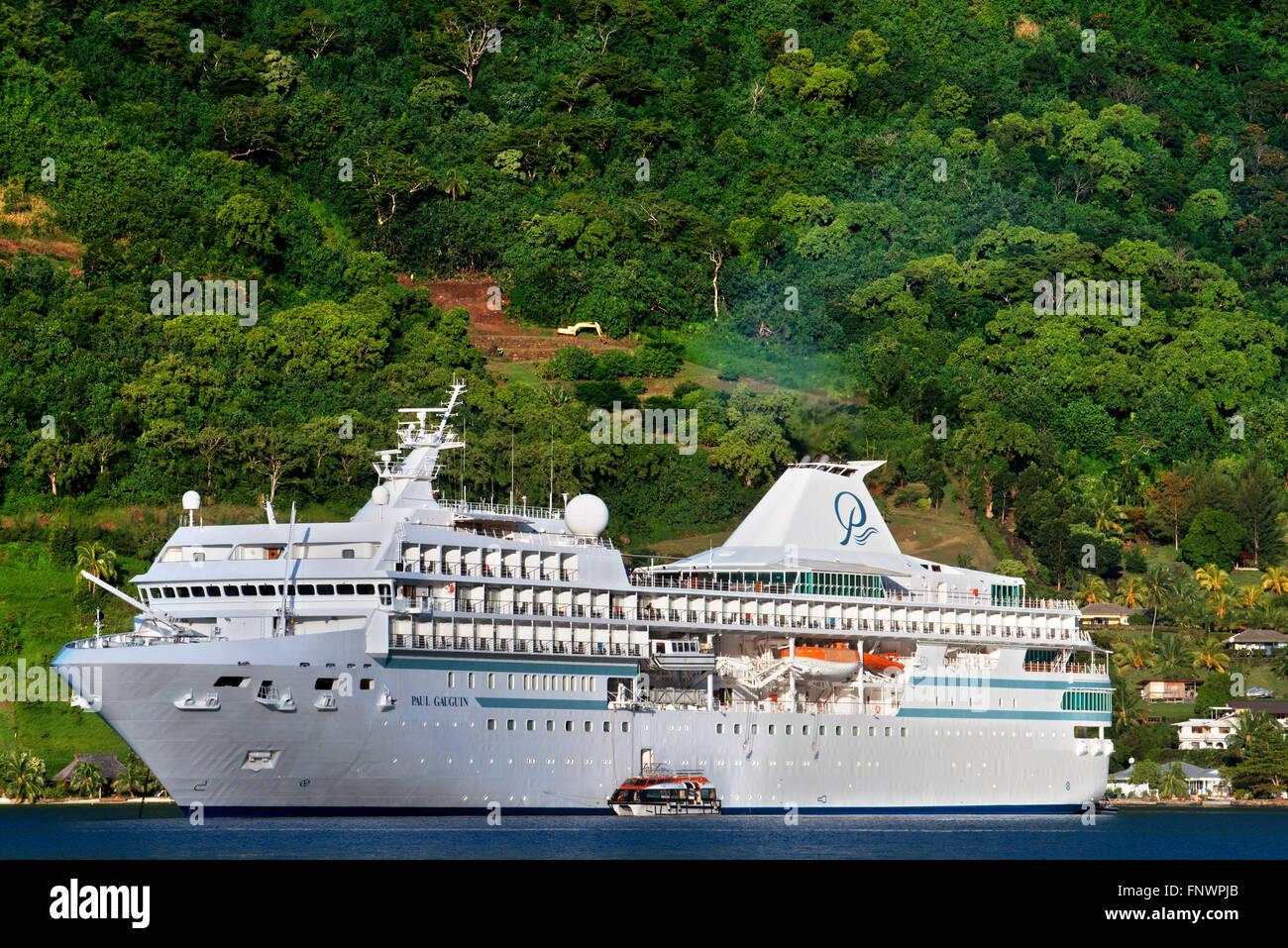 Paul Gauguin cruise anclados en Moorea, Polinesia Francesa, las Islas de la sociedad, del Pacífico Sur. Foto de stock