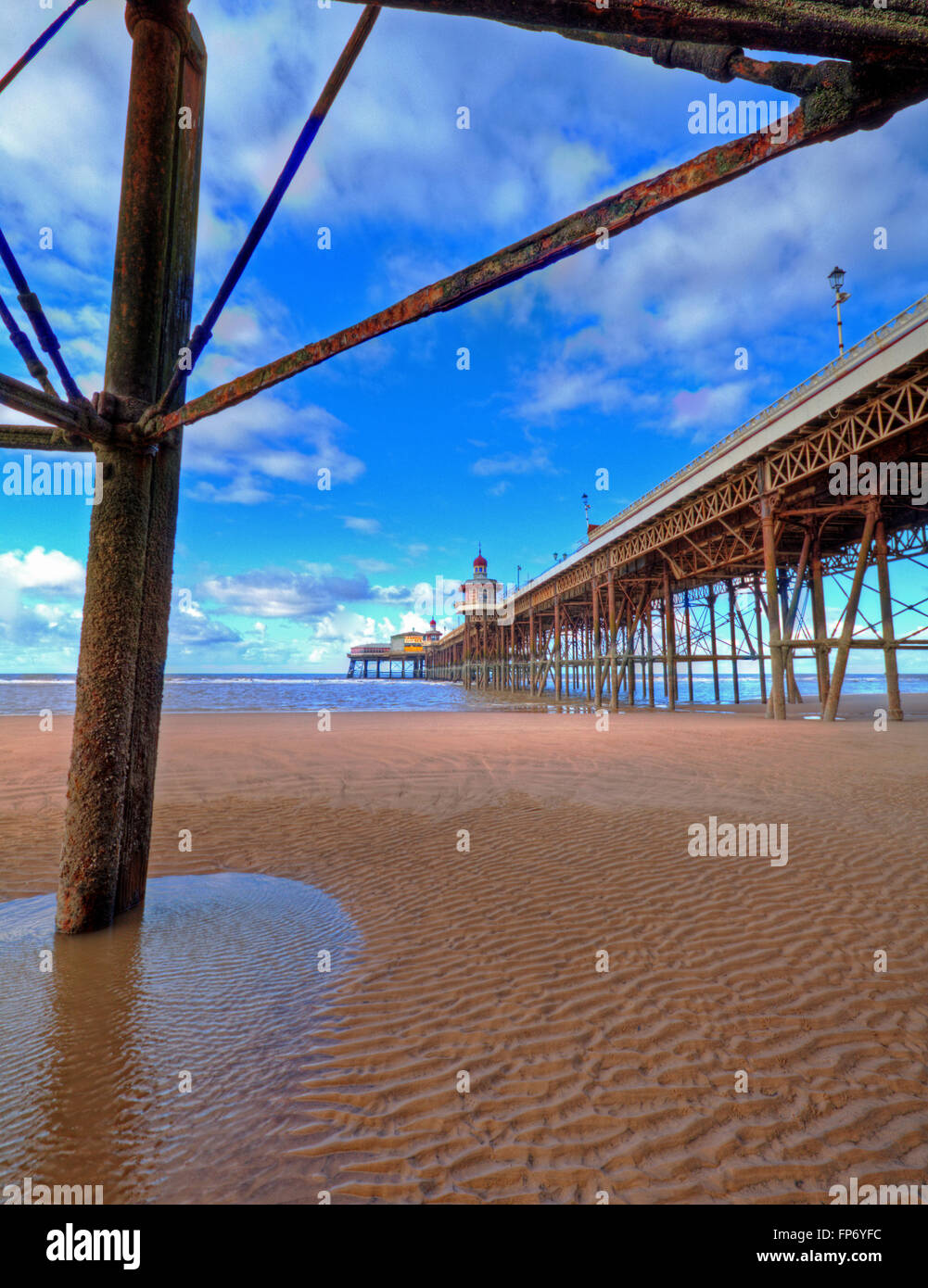 Una vista a lo largo de Blackpool, el Muelle Norte del ala sur. Imagen De Stock