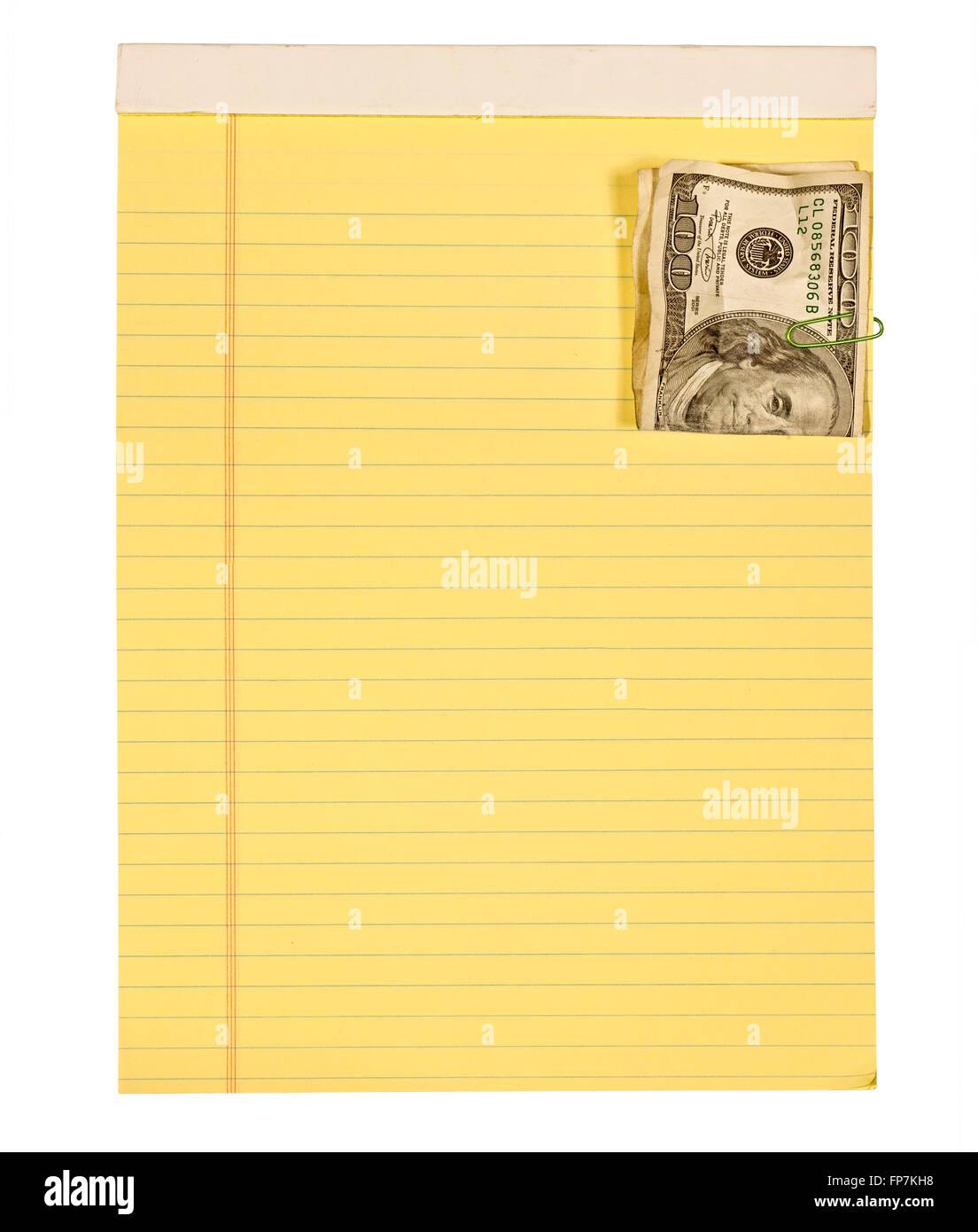Bloc de notas de papel arrugado con cien Dollar Bill conectado Imagen De Stock