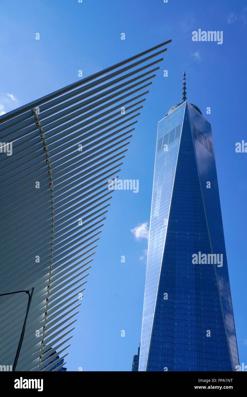 Oculus con Freedom Tower aka One World Trade Center, Manhattan, Ciudad de Nueva York, EE.UU. Imagen De Stock