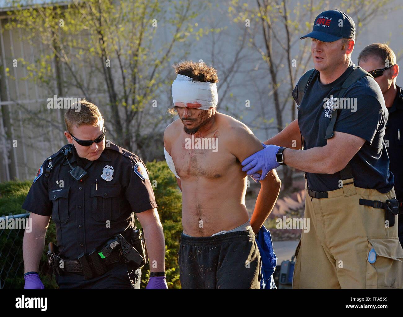 Albuquerque, NM, USA. 17 Mar, 2016. APD Delegado D. Kisser y AFD bombero David auge desde la estación 9 Joseph Imagen De Stock