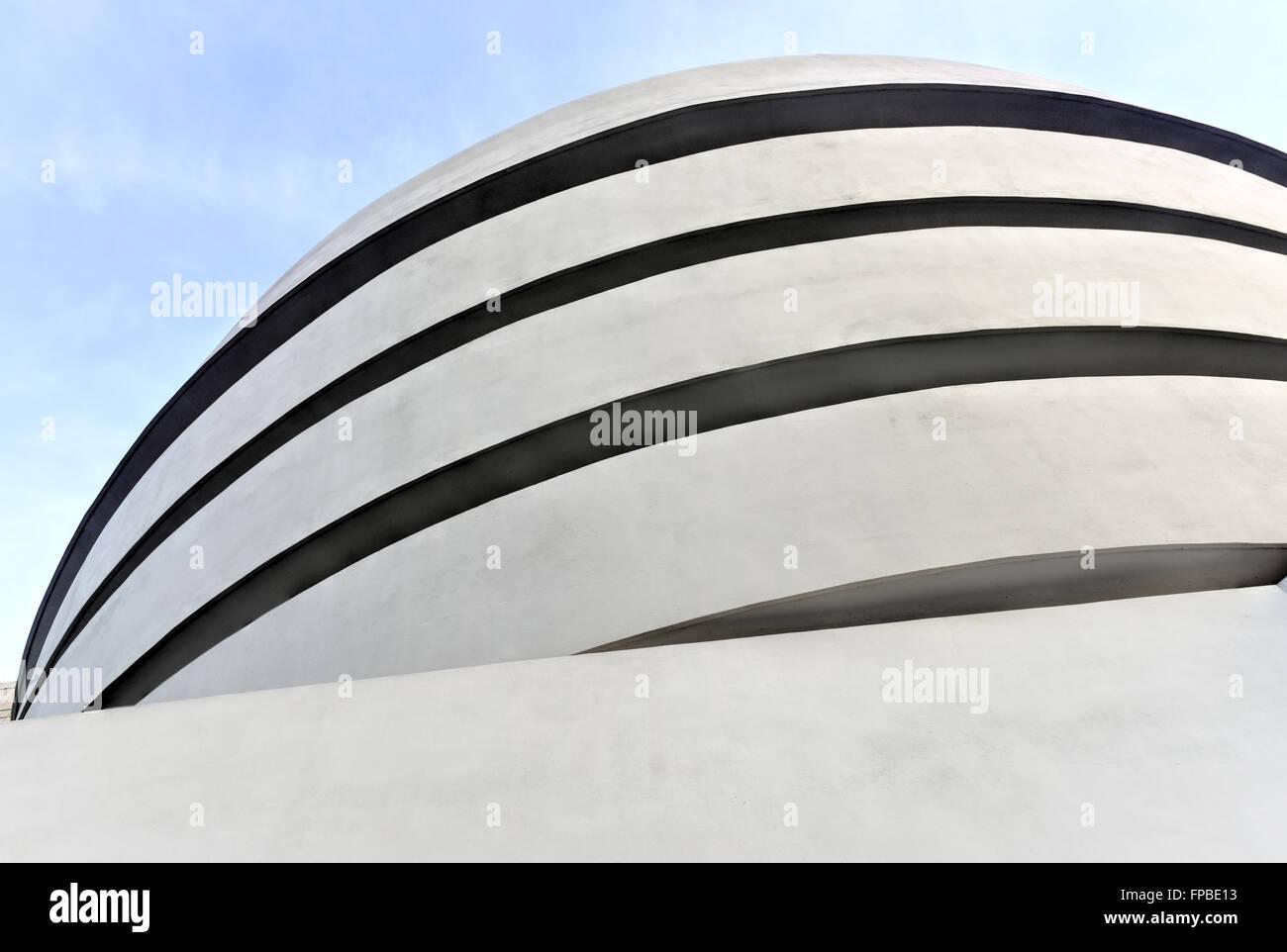 La Ciudad de Nueva York - 31 de enero de 2016: La famosa Solomon R. Guggenheim Museum de arte moderno y contemporáneo en la Ciudad de Nueva York, EE.UU. Foto de stock