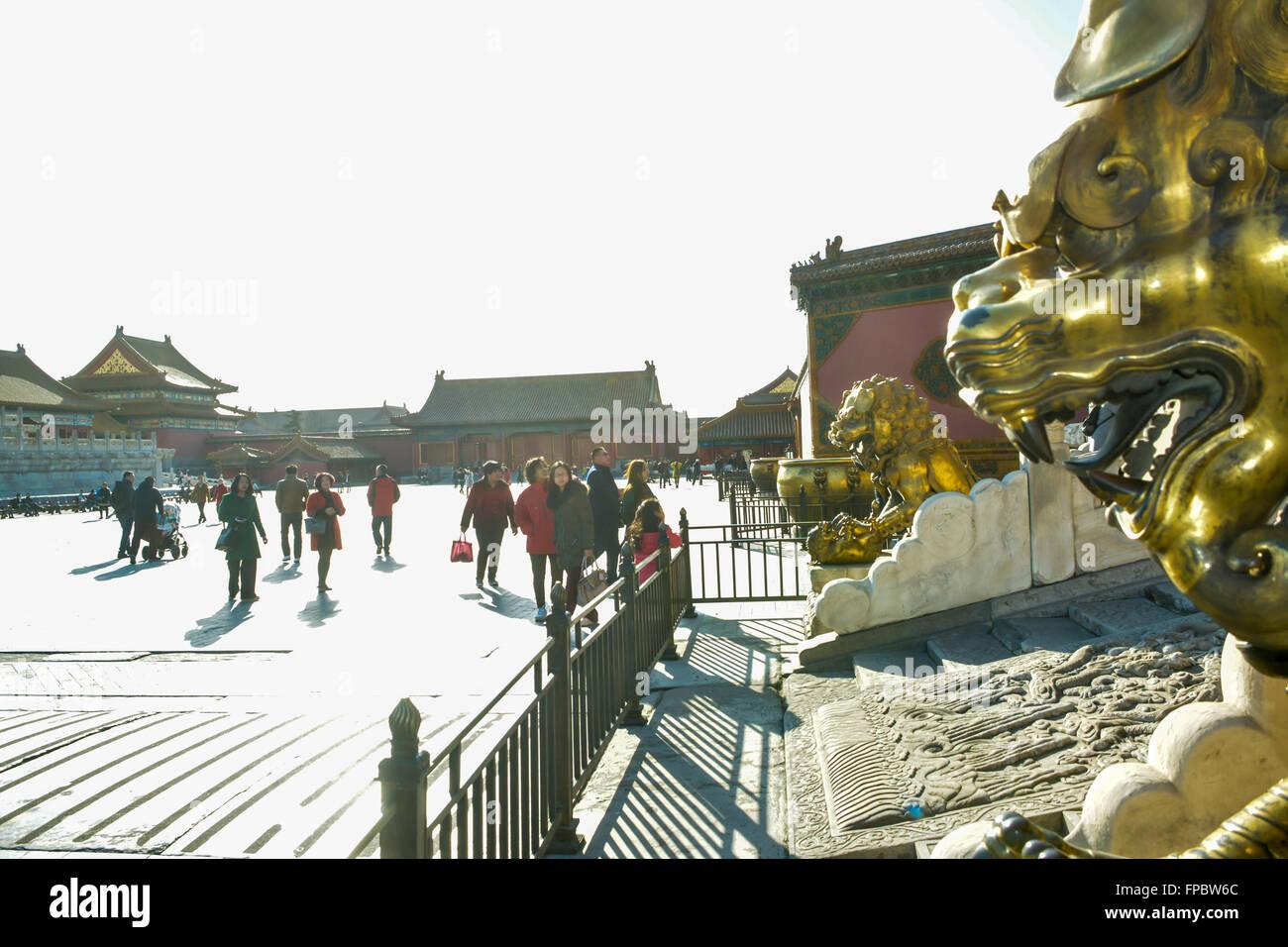 La Ciudad Prohibida, Beijing, China, el domingo, 13 de marzo de 2016. Los turistas en la Ciudad Prohibida de Beijing. Foto de stock
