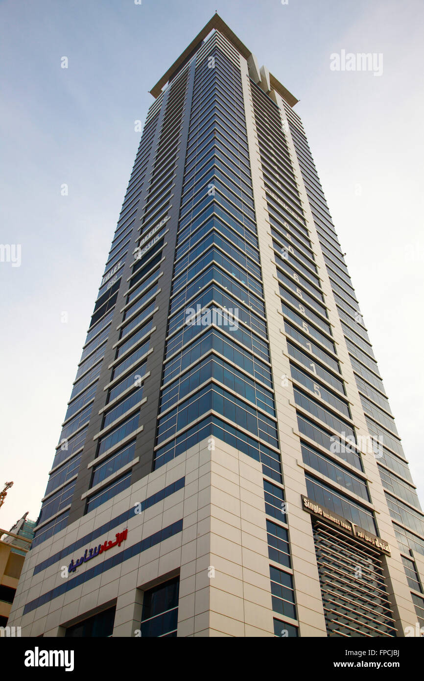 Una vista exterior de un rascacielos de Dubai diseñado por SOM. Imagen De Stock