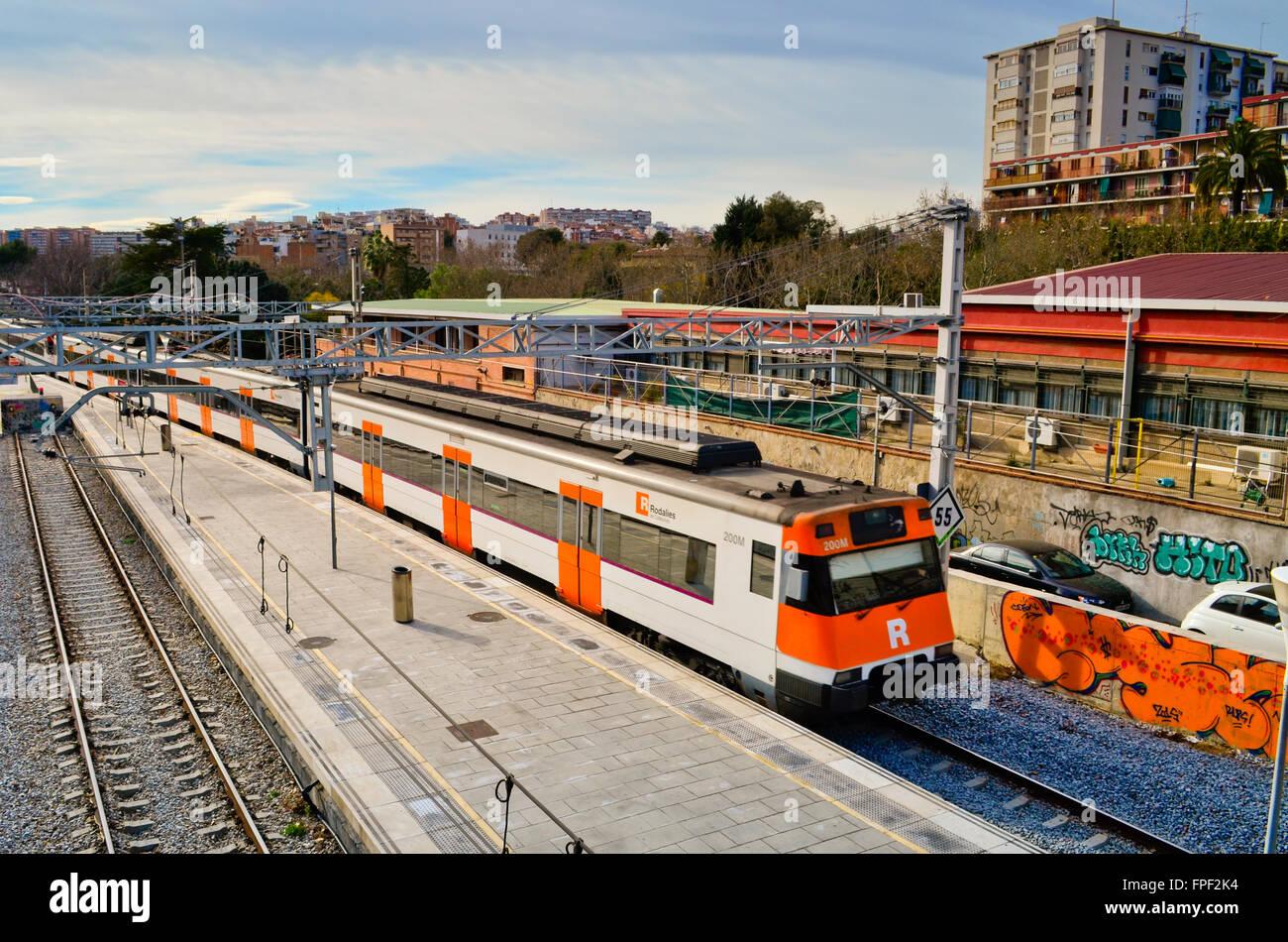 En La Estación De Tren Hospitalet Del Llobregat Provincia De Barcelona Cataluña España Fotografía De Stock Alamy
