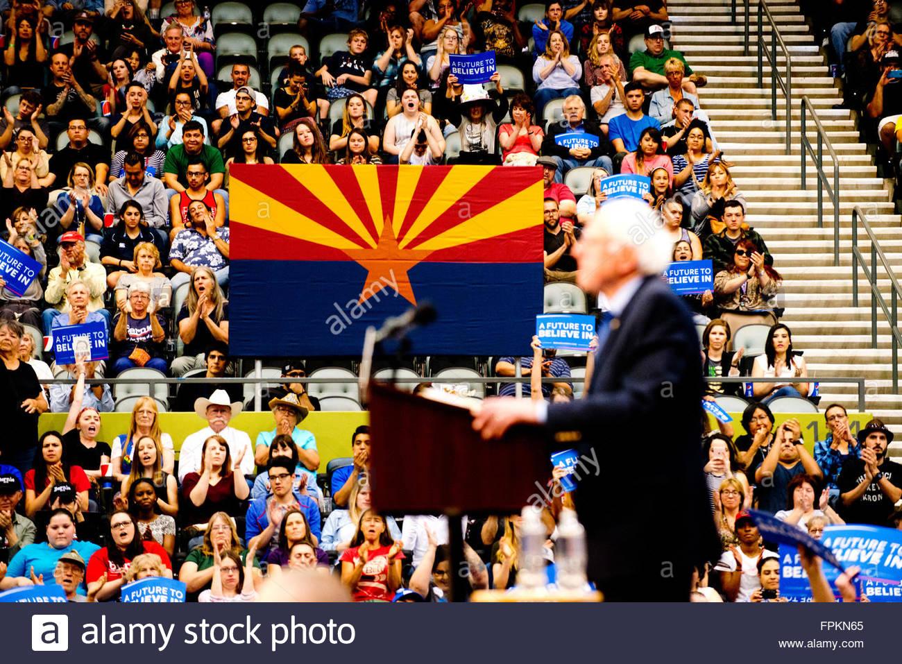 Tucson, Arizona, EE.UU. 18 de marzo, 2016. El candidato presidencial Demócrata El Senador Bernie Sanders Rally Imagen De Stock