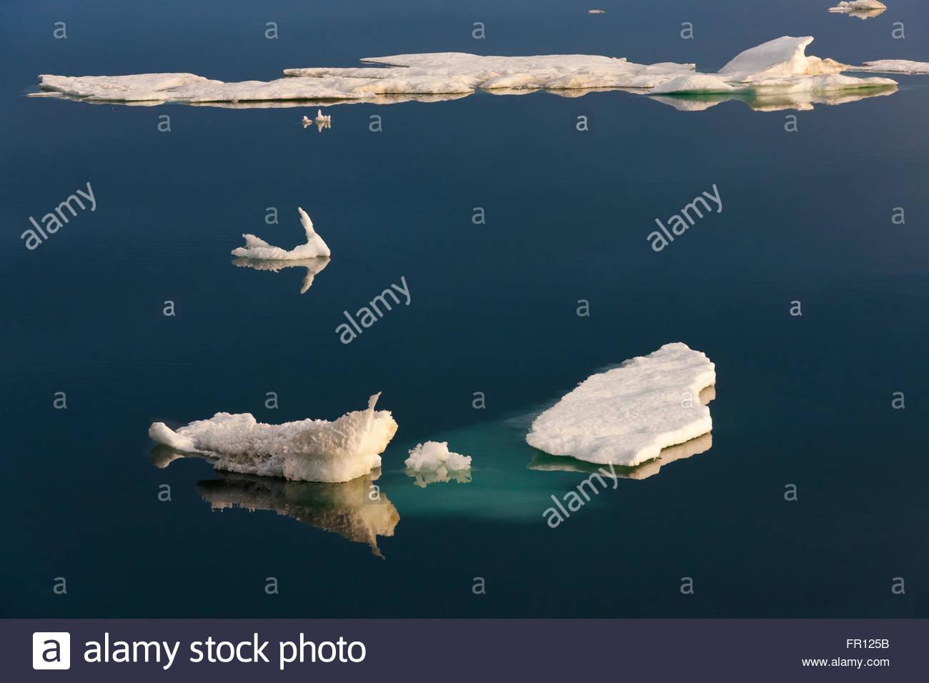 Hielo flotante en el Mar de Chukchi, el extremo oriental de Rusia Imagen De Stock