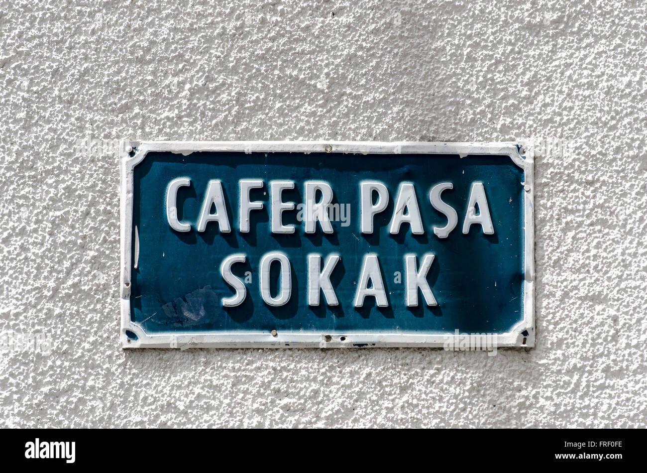 Signo de la calle en la ciudad de Kyrenia, en el norte de Chipre. Foto de stock