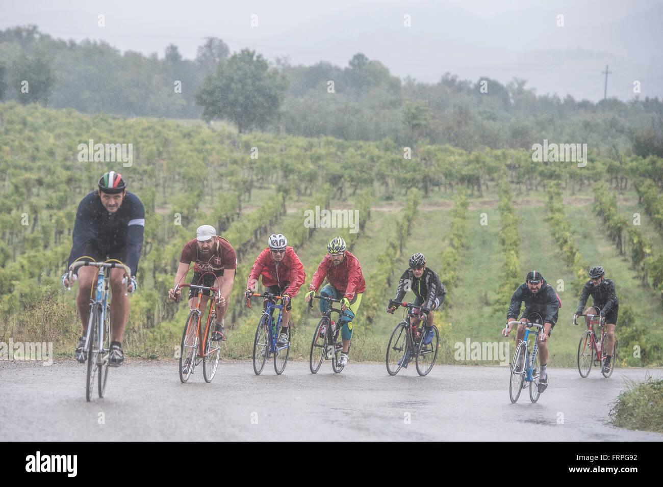 Eroica es un ciclista que tiene lugar desde 1997 en la provincia de Siena, con rutas que tienen lugar principalmente Imagen De Stock
