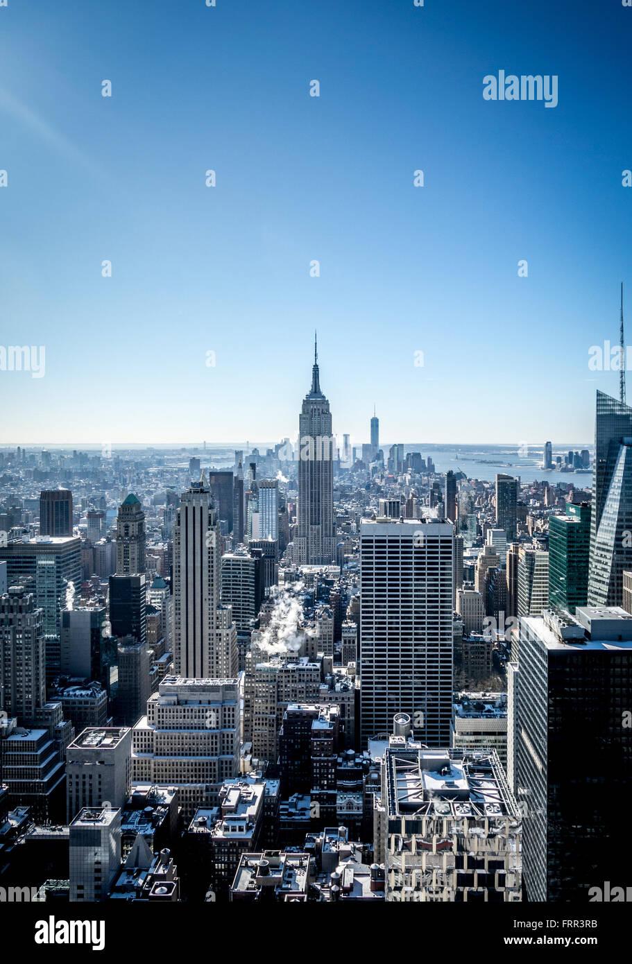 El Empire State Building, Nueva York, EE.UU., vistos desde la plataforma de observación del Rockefeller Center (parte superior de la roca). Foto de stock