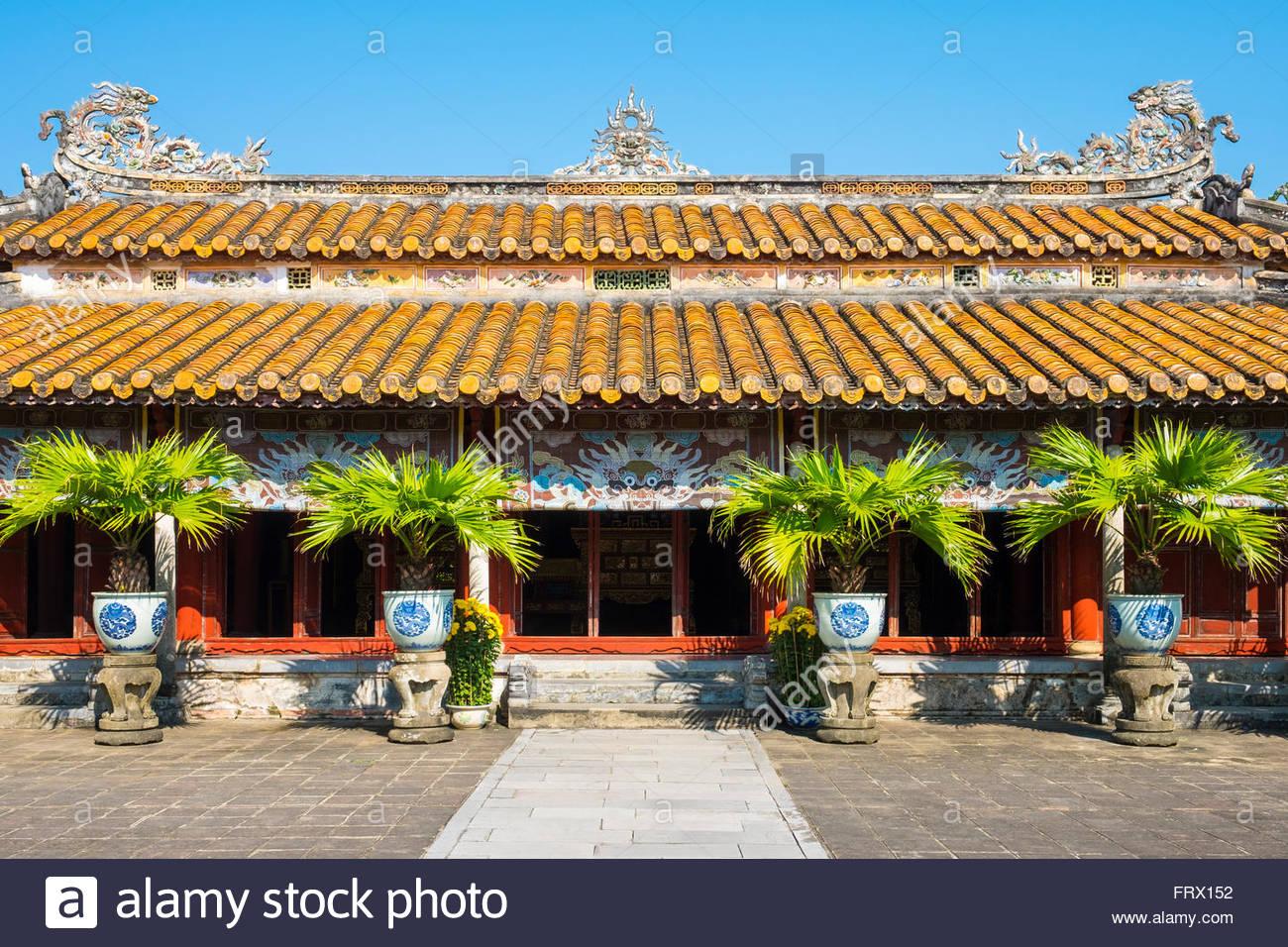 Hung Mieu templo dentro del complejo del templo Mieu a, la Ciudad Imperial de Hué, provincia de Thua Thien Imagen De Stock