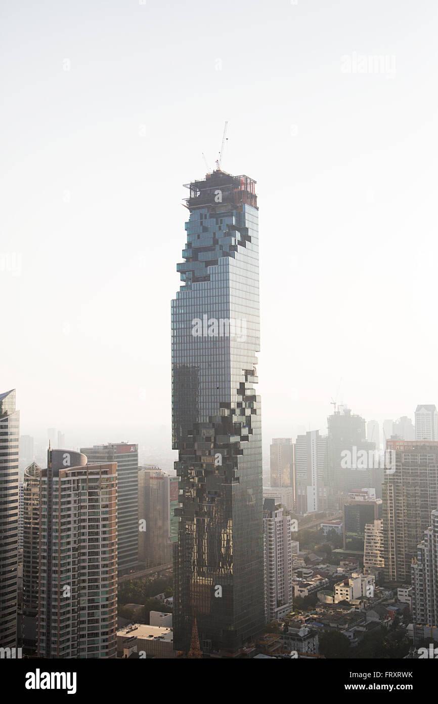 Ver en MahaNakhon rascacielos en Bangkok, Tailandia. Es un hotel de lujo de 77 rascacielos de piso c Imagen De Stock