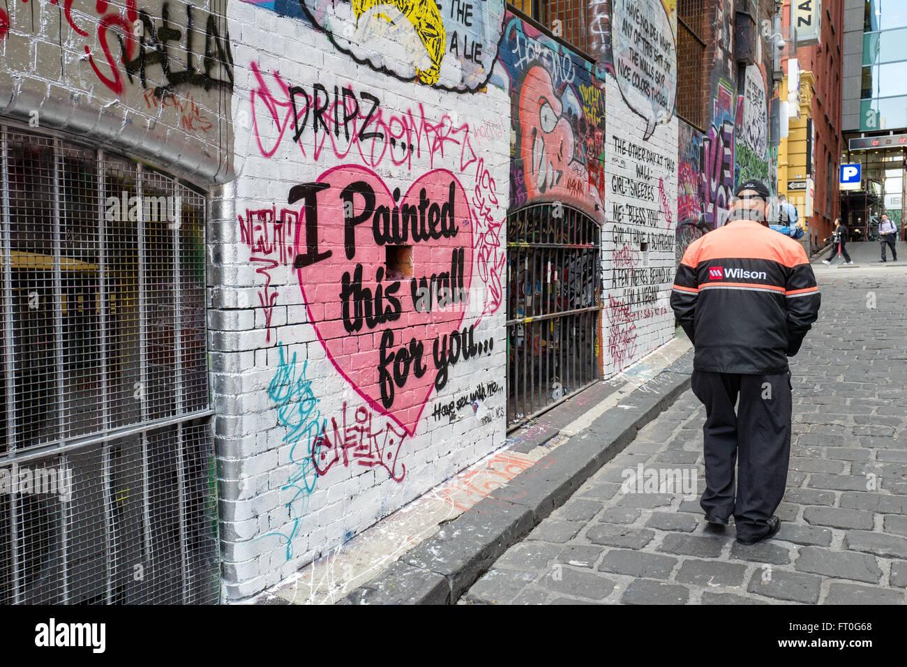 Hosier Lane en Melbourne es famosa por sus graffiti y street art Imagen De Stock