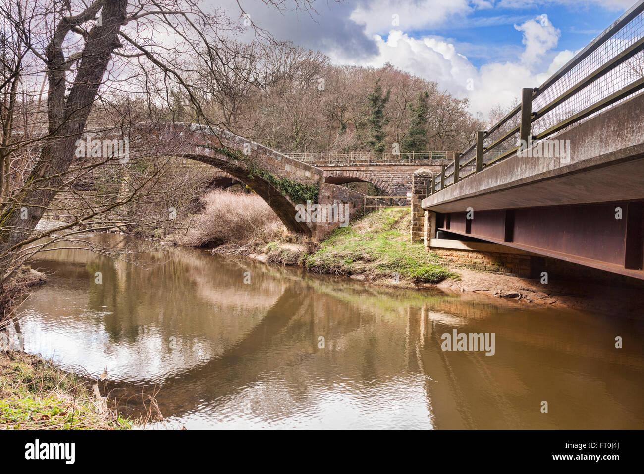Los tres puentes en Glaisdale, North Yorkshire, Inglaterra, Reino Unido - el antiguo puente packhorse conocido como Imagen De Stock