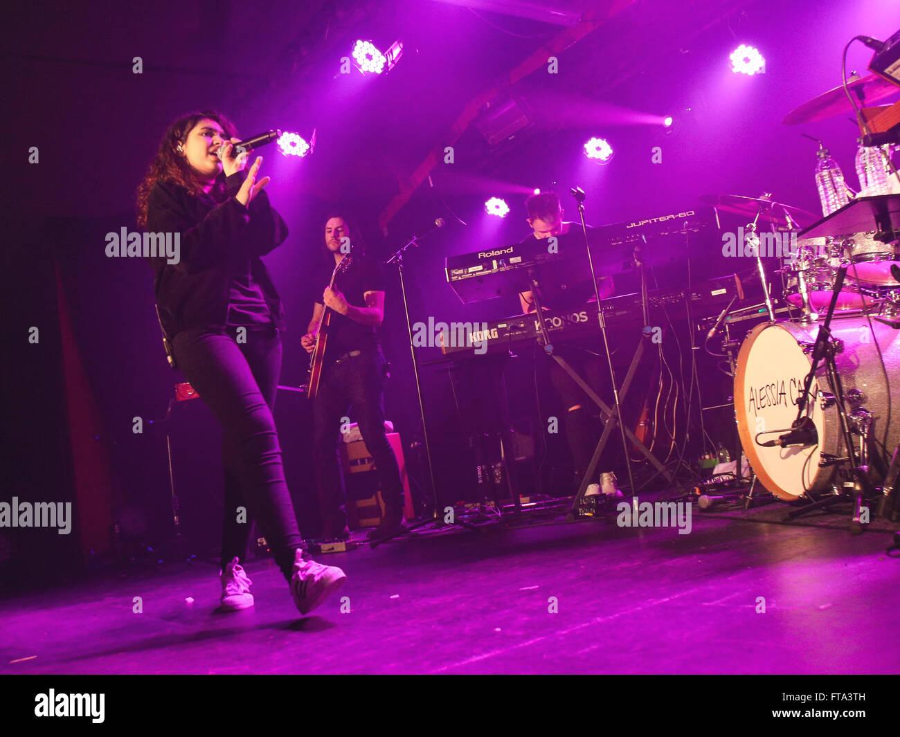 Alessia Cara realiza en el control de sonido en Manchester. Imagen De Stock