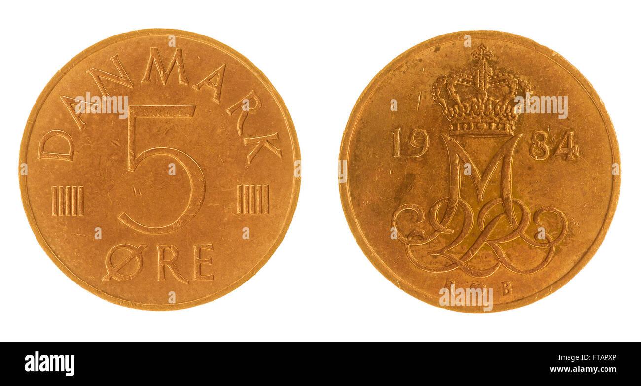 5 moneda de bronce 1984 mineral aislado sobre fondo blanco, Dinamarca Foto de stock