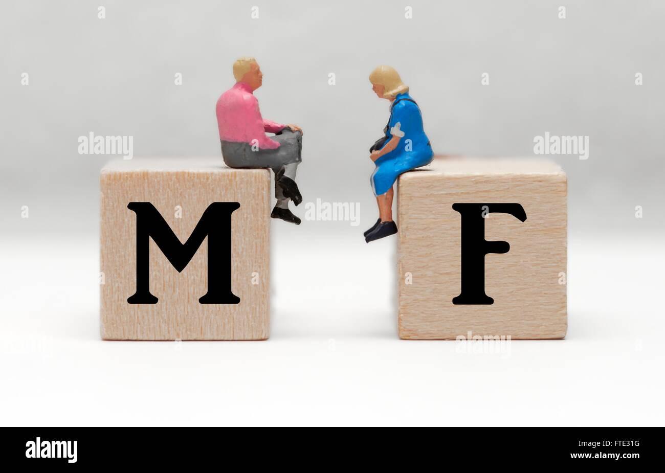 Figuras en miniatura macho y hembra concepto de pareja. Imagen De Stock