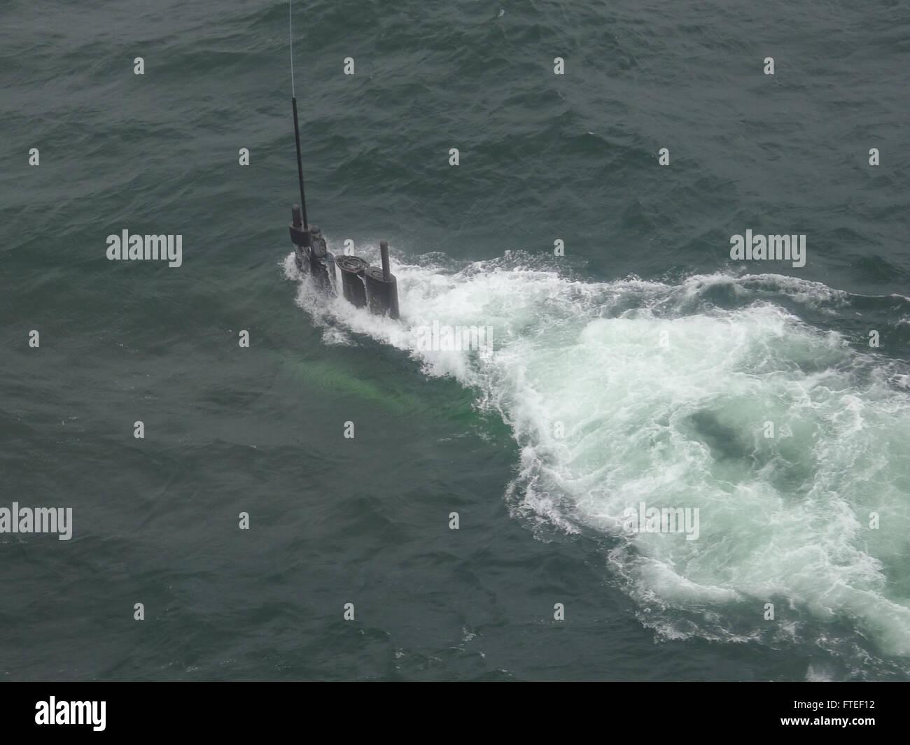140614-N-ZZNNN-021: submarino alemán U31 superficies tras la finalización de un ejercicio de entrenamiento Imagen De Stock