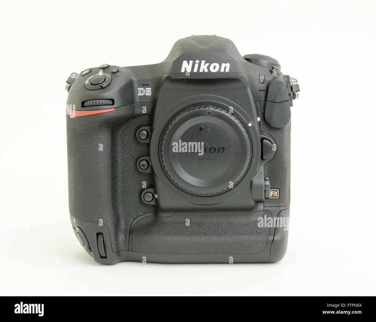 Increíble Nikon Precio De La Cámara De Fotograma Completo En La ...