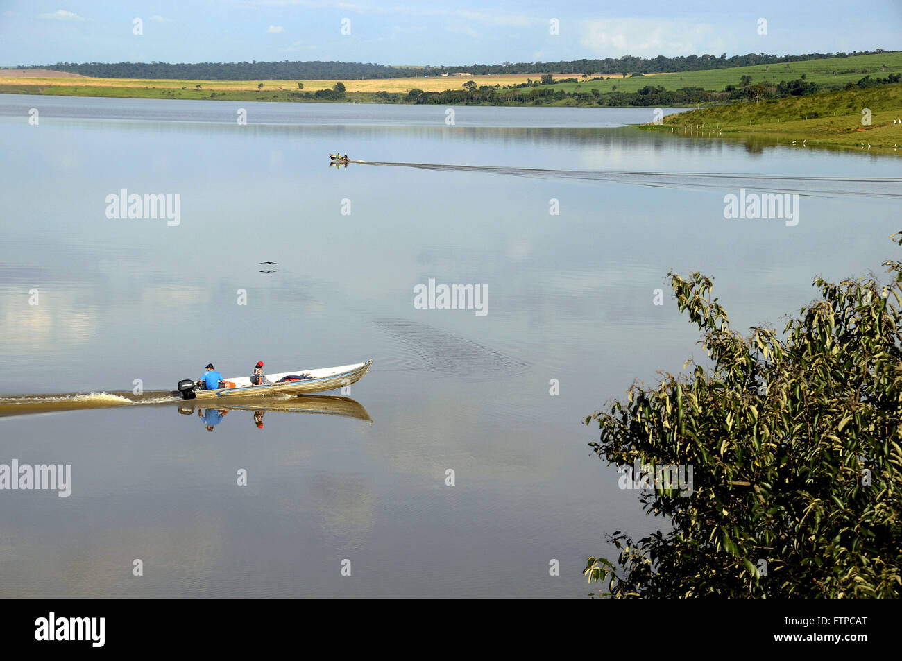 Los pescadores de la presa del río Piracicaba - Barra Bonita Presa Foto de stock