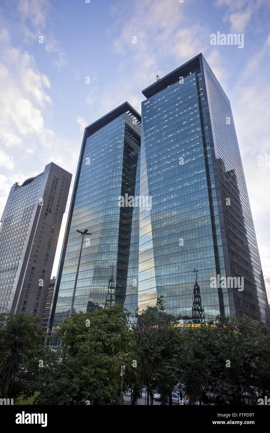 Edificios comerciales conocidas como las torres gemelas en la Avenida Republica de Chile centro Foto de stock