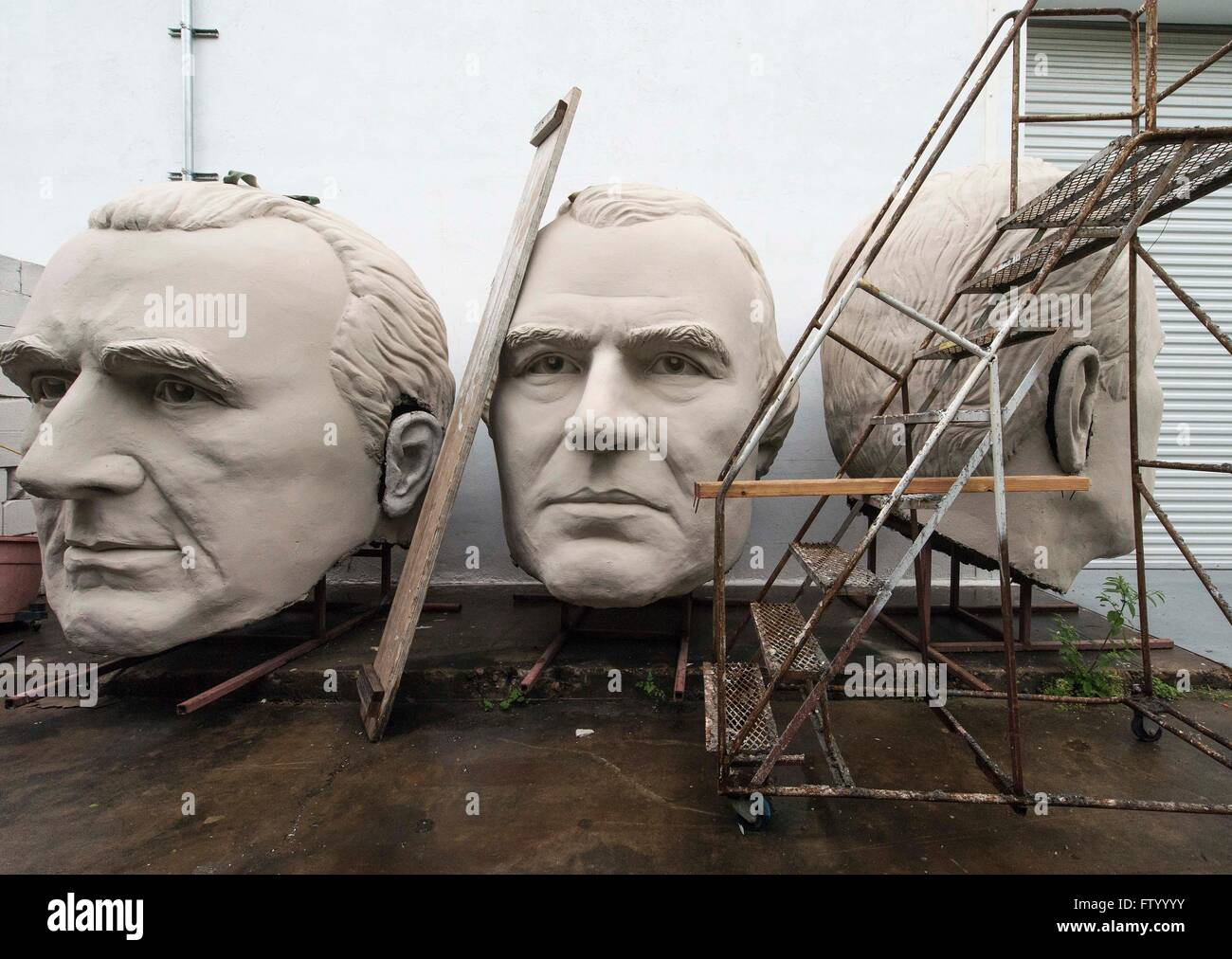 Marzo 30, 2016 - Houston, Texas, EE.UU. elecciones presidenciales jefes por el escultor David Adickes se almacenan en la Adickes Sculpturworx Studio hasta un momento en el que se encuentra un hogar permanente para ellos.(Credit Image: © Brian Cahn via ZUMA Wire) Foto de stock
